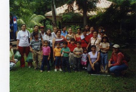 MIRIAM 2004: Ausflug der Stipendiatinnen von MIRIAM Managua mit ihren Kindern anlässlich des Internationalen Kindertages
