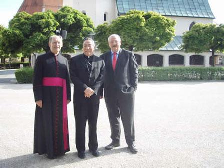 Private Stadtführung für den Kardinal: Bürgermeister Hofauer, und hochw. Herrn Administrator Limbrunner