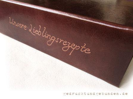 Lederordner Ledereinband Hardcover mit Handgravur auf dem Ordnerrücken; Lederordner mit Hebelmechanik für A4 Füllhöhe 80mm