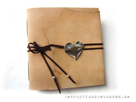 Fotoalbum Ledereinband Softcover mit Überschlag mit natürlichem Abriss Ledereinband Langstichheftung 50 Blatt 270g Fotokarton ohne Pergamin Format 25cm x 25cm