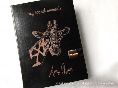 Lederbuch Titel Name Giraffe handgraviert Hardcover Ledereinband mit individueller Handgravur