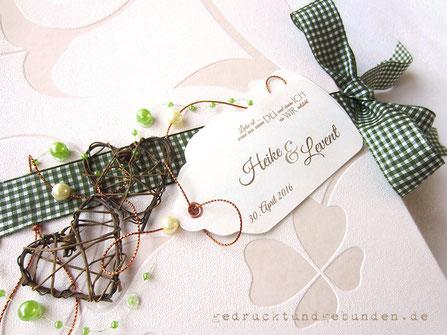 Hochzeitsgästebuch Landhochzeit Hardcovereinband Schmuckpapier 4-blättriges Kleeblatt Rebenherzen Perlen Zierband kariert Karton-Label mit Hohlniet bedruckt
