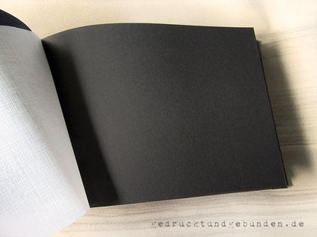 Fotoalbum-Buchblock schwarz mit leinengeprägten Pergamin Trennblättern zum Schutz der Fotos