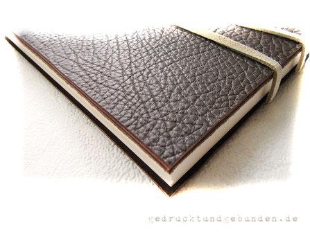 Lederbuch Ledertagebuch Ledernotizbuch dunkelbraun Softcover offen, ohne Umschlagklappe