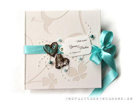 Hochzeitsgästebuch mit umlaufendem Satinband als Schleifenverschluss