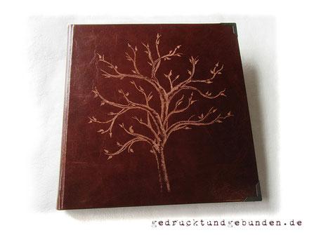 Fotoalbum Ledereinband Hardcover mit Handgravur Baum des Lebens; Lederalbum 30cm x 30cm 120 Seiten naturweiß Fadenheftung.