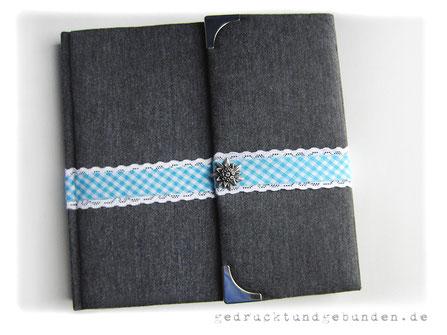 Schwangerschaftstagebuch Hardcovereinband gepolstert Stoff Baumwolle grau, umlaufende Spitzenborte mit Karoband, Magnetverschluss Edelweiß, Metallbuchecken