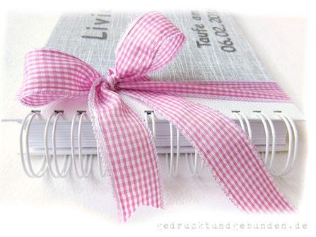 Taufalbum Drahtkammbindung Wire-O-Element weiss, Karoschleife rosa weiss, Buchstaben Applikationen