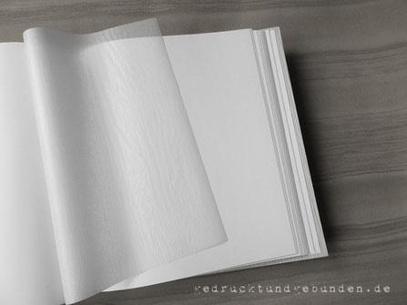Fotoalbum-Buchblock weiß mit leinengeprägten Pergamin Trennblättern zum Schutz der Fotos