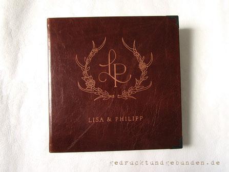 Fotoalbum Hochzeit Ledereinband Hardcover mit Handgravur Logo und Namen des Brautpaares