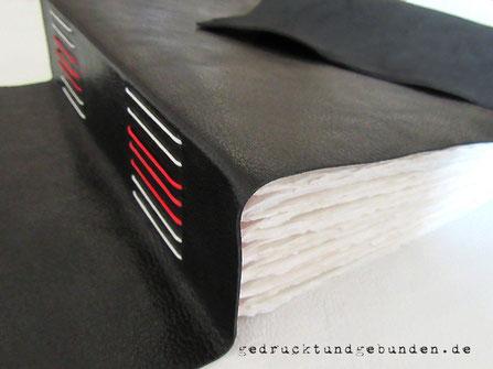 Fotoalbum Softcover Ledereinband Langstichheftung 300g Büttenpapier Farbwunsch schwarz weiß rot