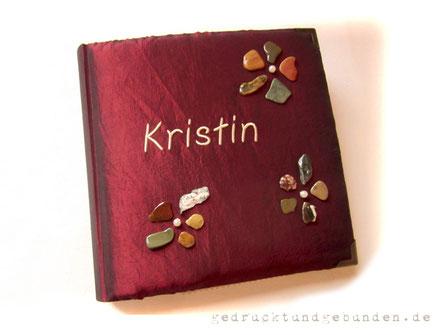 Fotoalbum - Feuer und Stein - Hardcover gepolstert Name gestickt Steinblumen Metall-Buchecken Format 30cm x 30cm 100 Seiten weiß