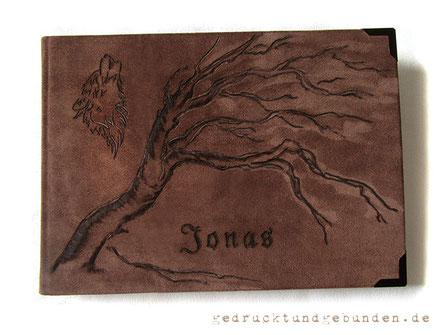 Personalisiertes Skizzenbuch, individuelles Zeichenbuch Ledereinband Hardcover Einbandgestaltung Lederbranding Baum Wolf Name