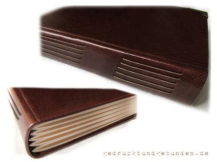 Lederbuch Hardcover Langstichheftung Fotokartonlagen mittels Kordel direkt am Hardcover Ledereinband befestigt.