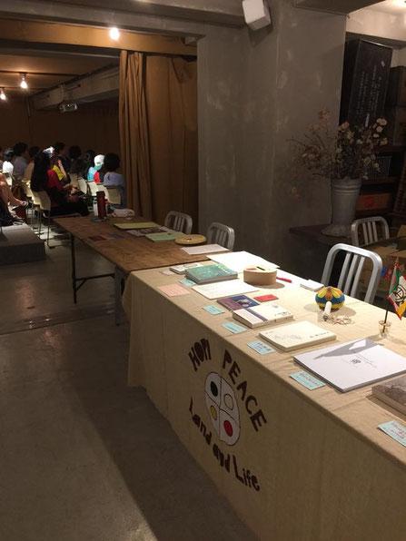 ▲この、HOPI PEACEをアップリケした布は、26日篠山上映会を用意してくれているみほさんが、ちゃっちゃかっと縫ってくれたもの。いつも活躍してくれてます!みほさん、ありがとう!
