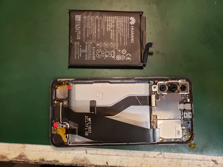 Huawei P20proバッテリーを外した状態