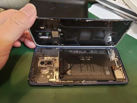 XPERIA Xcompactバッテリー膨張バックパネル浮き