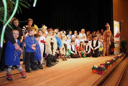 Impression des Konzerts der Generationen mit allen Darstellern und Beteiligten unter der Regie von Antje Diller-Wolff