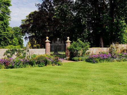 Gartenreise England Sehenswürdigkeiten Hole Place and Gardens