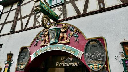 Städtereise Deutschland: Die Drosselgassein Rüdesheim am Rhein  ein Touristenmagnet