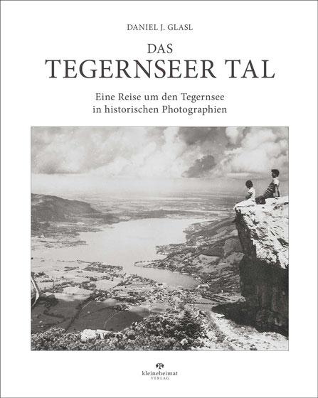 Die Haupstraße von Tegernsee um 1900 - im Hintergrund das Hotel Guggemos
