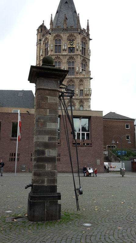 Pumpbrunnen auf dem Alter Markt in Köln