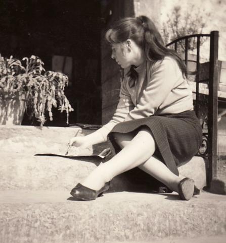 Bettina Heinen-Ayech painting in Munich, 1957