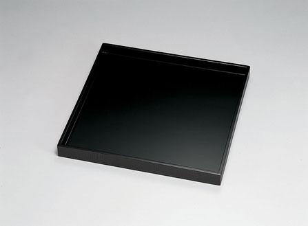 表面は黒ウレタン塗装 外側縁回りを曙布目研ぎ出しにした懐石膳