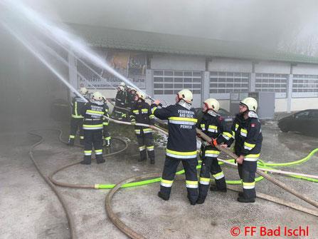 Feuerwehr; Blaulicht; FF Bad Ischl; Brand; Tennishalle; Vollbrand;