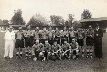YB Kader 1949/1950 Eric Jones, Zehnder, Stoll, Tschan, Thommen, Aeberhard, Beerli, Flühmann, Monti, Peney, Casali I, Grütter, Giacometti