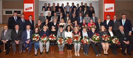 64 Jubilare blicken auf 25, 30, 35, 40 und 45 Jahre Betriebszugehörigkeit bei DEHN