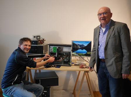 Matthias Toll, Mittelschule Sonthofen (links) und Hans-Peter Rümmele, Präsident des Kiwanis-Clubs Oberallgäu (Foto: Katrin Stierle)