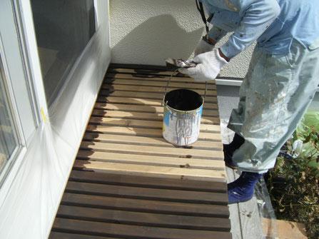 熊本H様家の濡れ縁塗装中。