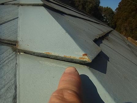 熊本Y様家のコロニアル屋根塗装前。鉄部のサビ発生状況。