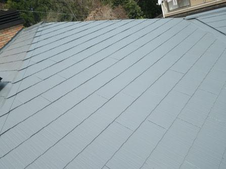熊本Y様家のスレート・コロニアル・カラーベスト屋根塗り替え完成全体写真。グレーカラーで塗り替え。