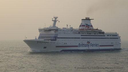 Bretagne arrivant à Saint-Malo, vu depuis le Condor Liberation.