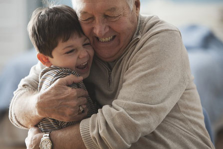 Darlehen und Kredit für Senioren und Rentner ab 60 Jahre - Tel. 0421-83673100 (Foto: Allianz / Adobestock)