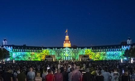 Der Schlossplatz bleibt dieses Jahr ohne Publikum. Dafür locken die Schlosslichtspiele zu einer Weltpremiere. Foto: Artis - Uli Deck