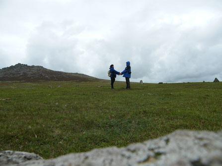 Wir beide in einem Steinkreis in Cornwall