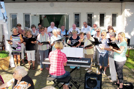 Kirchenchor beim Sommerfest 2015