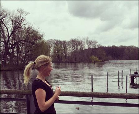 Lisa über das Laufen in Berlin: Es gibt wunderschöne Laufstrecken direkt an der Spree entlang.