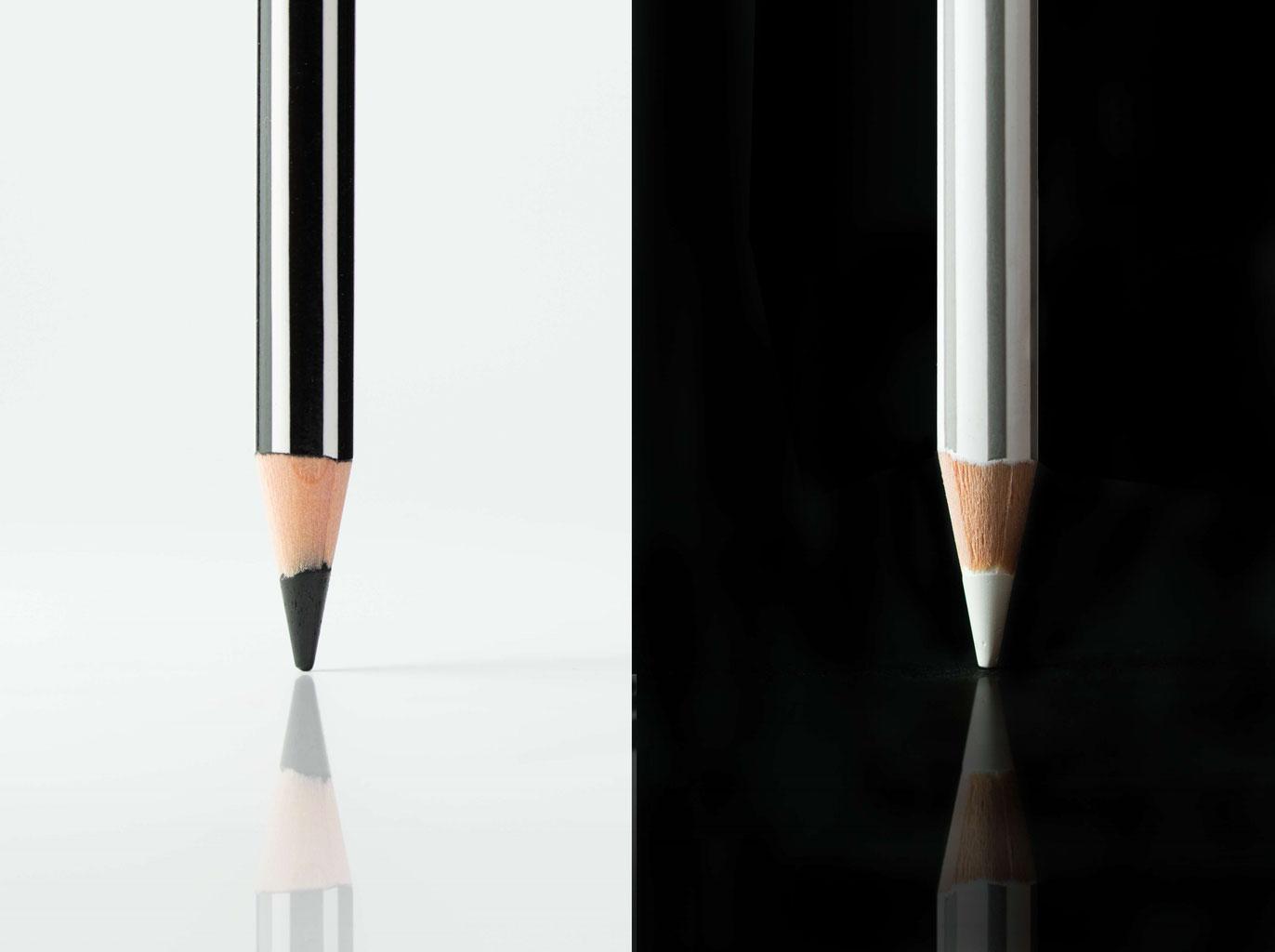 Ein schwarzer und ein weißer Stift