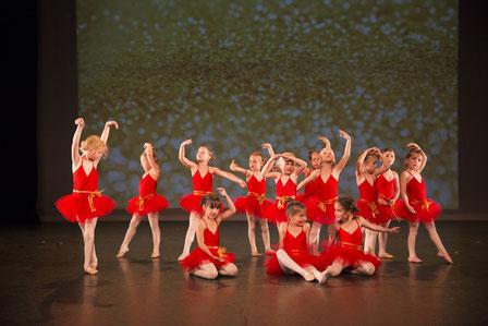 Kleuterdans -Klassiek Ballet - Dansles Dansschool Het Danskwartier Den Haag. De dansschool bevindt zich in het Statenkwartier in Den Haag