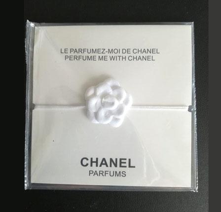 CHANEL - BRACELET CERAMIQUE  AVEC PETITE FLEUR BLANCHE