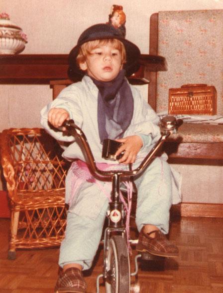 Me monto en mi bici.
