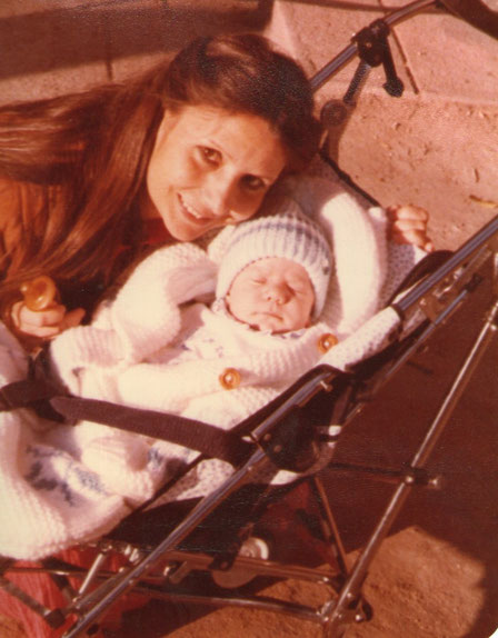 Con mamá.