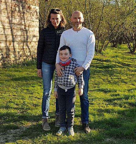 Familie Ferrino im Haselnusshain in Castino