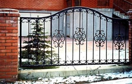 металлический забор секция.