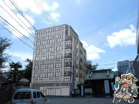 マンション解体工事現場(現在3階建てが8階建てになってしまいます)