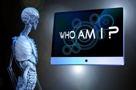 squelette-qui-regarde-un-ecran-ou-est-ecrit-who-am-i